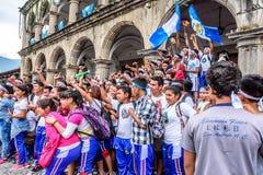 Agrupe a foto que levanta, Dia da Independência, Antígua, Guatemala Fotografia de Stock