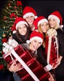 Agrupe jovens no chapéu de Santa no clube nocturno. Imagem de Stock Royalty Free