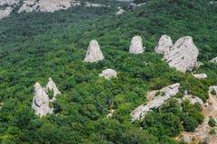 Agrupe las rocas en las montañas en el bosque el templo del su Imágenes de archivo libres de regalías