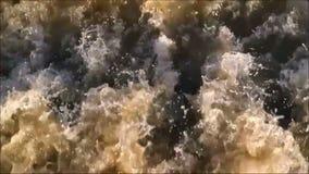 Agua áspera turbulenta metrajes