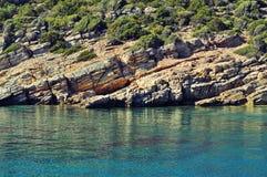 Agua azul asombrosa del Mar Egeo y de rocas Fotos de archivo