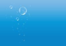 Agua azul con las burbujas Fotos de archivo