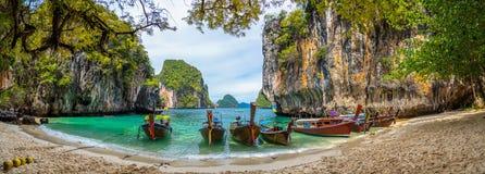 Agua azul en la isla de Lao Lading, provincia de Krabi, Tailandia foto de archivo