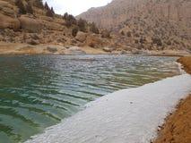 Agua azul pura del lago Fotos de archivo libres de regalías