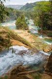 Agua Azul siklawa w Chiapas stanie Zdjęcia Stock