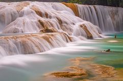 Agua Azul Waterfall in Chiapas, Mexiko lizenzfreie stockfotos
