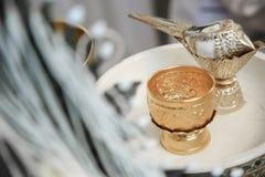 Agua bendecida en la concha (borrosa) Fotografía de archivo