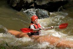 Agua blanca de la muchacha kayaking Foto de archivo