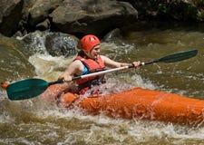 Agua blanca del adolescente kayaking Imagenes de archivo