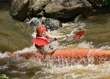 Agua blanca del adolescente kayaking Fotografía de archivo