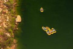 Agua blanca que transporta en balsa en el río Colorado Foto de archivo
