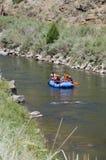 Agua blanca que transporta en balsa en Colorado Foto de archivo