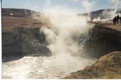 Agua caliente del géiser con humo Foto de archivo libre de regalías