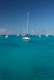 Agua clara del torquoise, yates, barcos Fotos de archivo