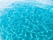 Agua clara en la isla de IOS, Cícladas, Grecia foto de archivo
