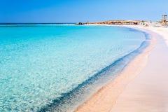 Agua clara en la playa de Elafonisi crete Grecia foto de archivo libre de regalías