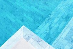Agua clara en piscina fotografía de archivo libre de regalías