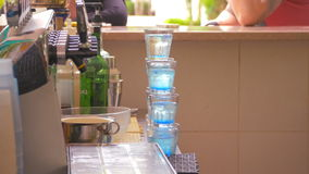 Agua colorida en vidrios metrajes