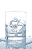 Agua con los cubos de hielo Imágenes de archivo libres de regalías
