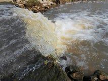 Agua corriente Imagenes de archivo