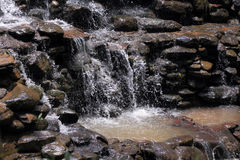 Agua corriente de la cascada Imagen de archivo