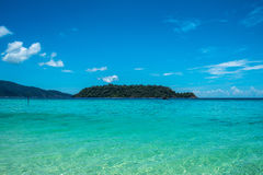 Agua cristalina del mar de Andaman en el área de la isla de Koh Lipe, provincia de Satun de Tailandia Imagen de archivo libre de regalías