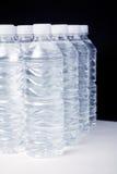 Agua de botella Fotos de archivo libres de regalías
