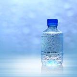 Agua de botella mineral Imagen de archivo