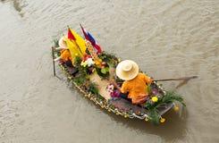 Agua de Chado del chaval del festival de la vela Fotos de archivo libres de regalías