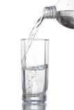 Agua de colada sobre el vidrio Fotografía de archivo
