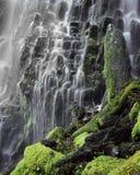 Agua de conexión en cascada Fotos de archivo