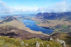 Agua de Crummock en Cumbria Imágenes de archivo libres de regalías