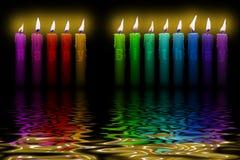 Agua de inundación coloreada del feliz cumpleaños de las velas Foto de archivo libre de regalías