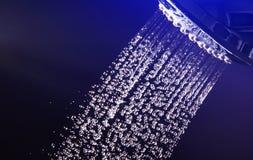 Agua de la ducha Imágenes de archivo libres de regalías