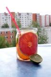 Agua de la fruta del Detox Foto de archivo libre de regalías
