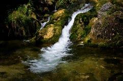 Agua de la fuente. Fotografía de archivo libre de regalías