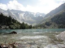 Agua de la montaña Foto de archivo libre de regalías