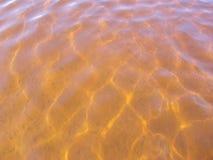 Agua de la naranja del oro Fotos de archivo libres de regalías