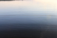 Agua de la oscuridad de la textura Foto de archivo libre de regalías