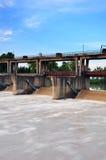 Agua de la presa Fotos de archivo