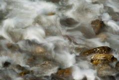 Agua de la turbulencia Imágenes de archivo libres de regalías