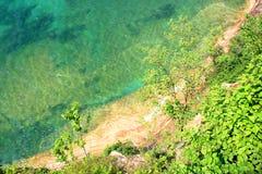 Agua de la turquesa del lago Superior Fotos de archivo