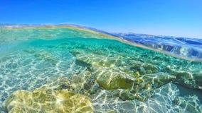 Agua de la turquesa en Cerdeña fotografía de archivo