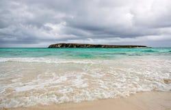 Agua de la turquesa en la playa de la isla de la cuña, Australia occidental Imagen de archivo