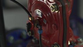 Agua de las conexiones de tubos almacen de video