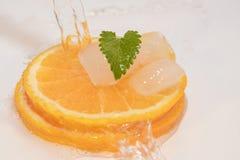 Agua de las naranjas fotografía de archivo