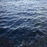 Agua de mar azul de la textura Imagen de archivo libre de regalías