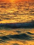 Agua de mar de la puesta del sol Foto de archivo