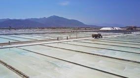 Agua de mar de evaporación de las plantaciones de la sal enorme de la producción metrajes