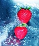 Agua de precipitación con la fresa 3 Fotografía de archivo libre de regalías